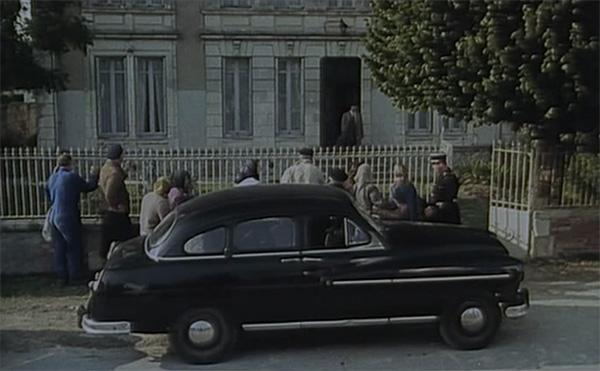 Maigret devant la maison du meunier